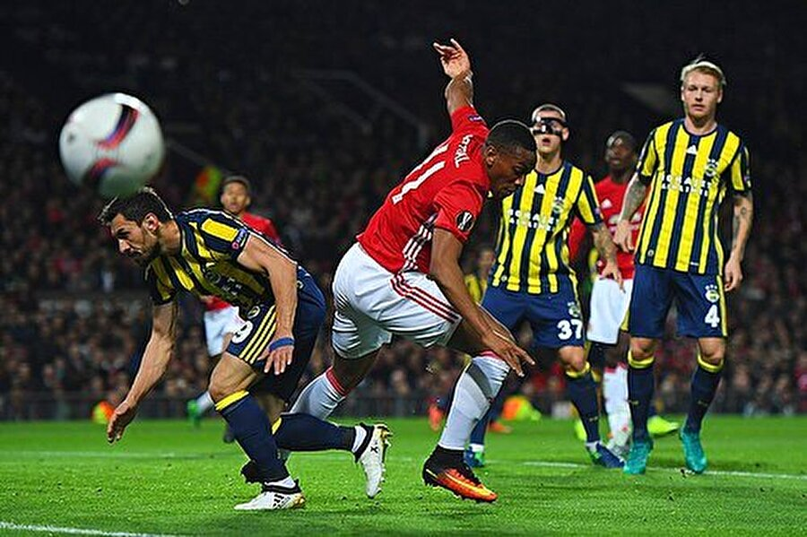 Fenerbahçe'nin muhtemel 11'i Volkan Demirel Şener Özbayraklı Kjaer Skrtel Hasan Ali Mehmet Topal De Souja Neustaedter Volkan Şen Lens Van Persie