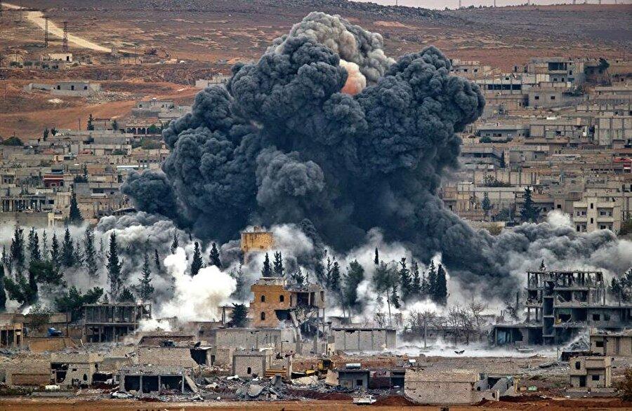 Libya                                                                                                                Libya, Muammer Kaddafi'nin devrilmesi sırasında Fransa'nın öncülüğünde bombalanmaya başlandı. Kaddafi'den sonra huzur bulamayan Libya'da oluşan boşluğu değerlendiren DAEŞ bir çok bölgeyi kontrolüne geçirdi. ABD, DAEŞ'in Libya'daki hedeflerini de (daha çok havadan olmak üzere) vuruyor.