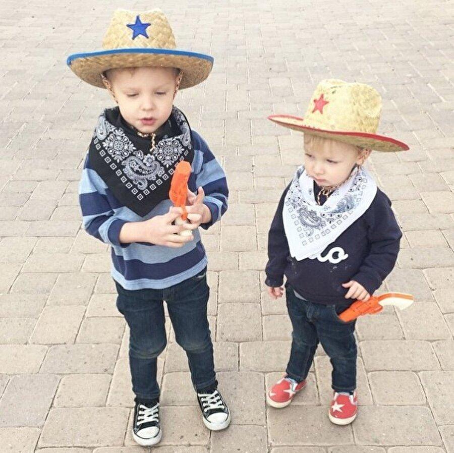 Summer Bellessa iki erkek çocuğu annesi… Üç yaşındaki Rockwel, bir hafta boyunca annesinin stilisti olmayı kabul etti.