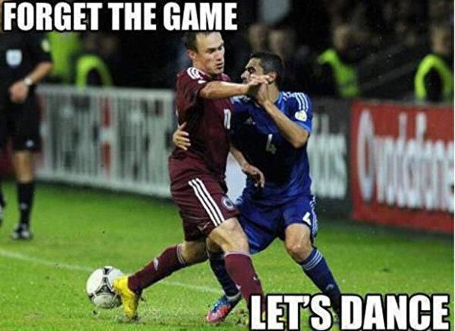 Boşver ya futbolu! Hadi dans edelim...