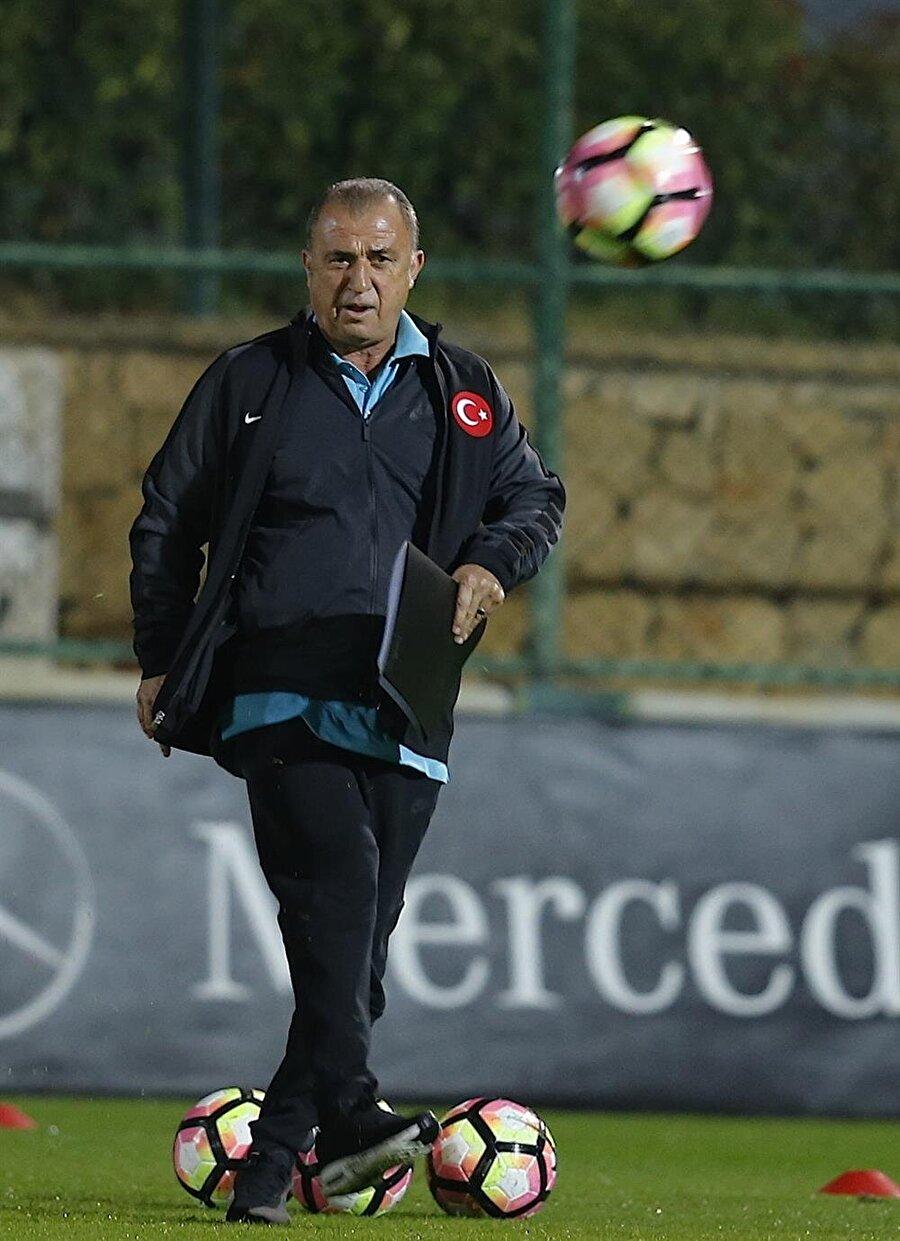 İlk resmi maç Türkiye ile Kosova ilk kez resmi bir maçta karşı karşıya gelecek. Türkiye ile Kosova 21 Mayıs 2014'te özel bir maçta karşılaşmıştı. Maçı ay-yıldızlı ekibimiz 6-1 kazanmıştı.