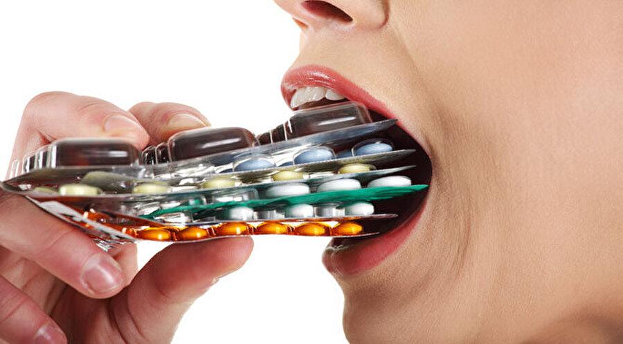 """Antibiyotik bağımlılığı öldürür                                                                                                                Antibiyotikler, enfeksiyon hastalıklarının tedavisinde kullanılan birçok önemli ilaç, penisilin ve çok sayıda ilaç ölümcül hastalıkları azalttı; milyonlarca insanın hayatı kurtarıldı. Ancak günümüzde gelinen nokta, """"Antibiyotik bağımlılığı."""""""