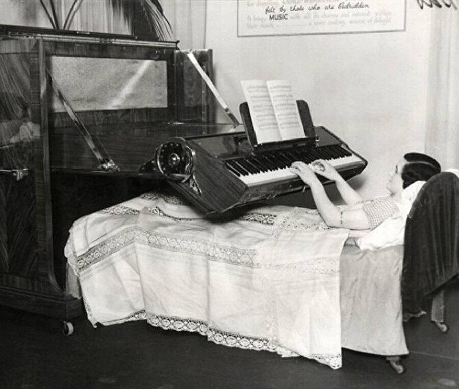 Yatakta çalınabilen piyano
