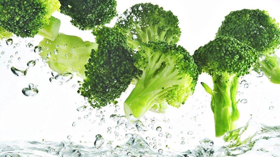 Hem E hem C vitamini etkisi                                                                                                                Brokoli içerdiği C ve E vitaminini ile bağışıklık sistemini güçlendirici bir etkiye sahiptir.