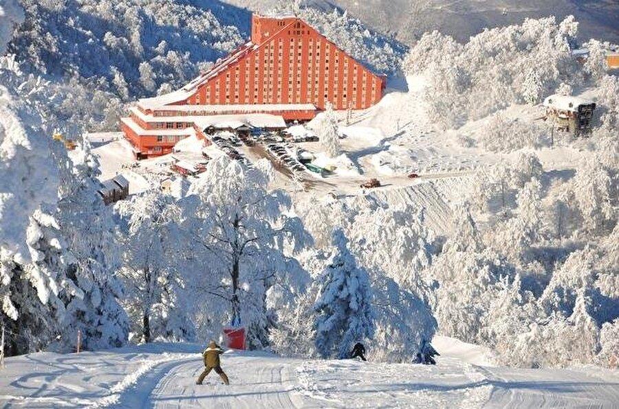 Kartepe, Kocaeli                                                                                                                                                                                                                                                                                                                                                                                   Hafta sonu kaçamağı için en uygun yerlerden biri, Kartepe. Hem şehir merkezine yakın hem ulaşımı kolay. Kayak yapmanın yanı sıra, dinlenip temiz havaya doyabilirsiniz.