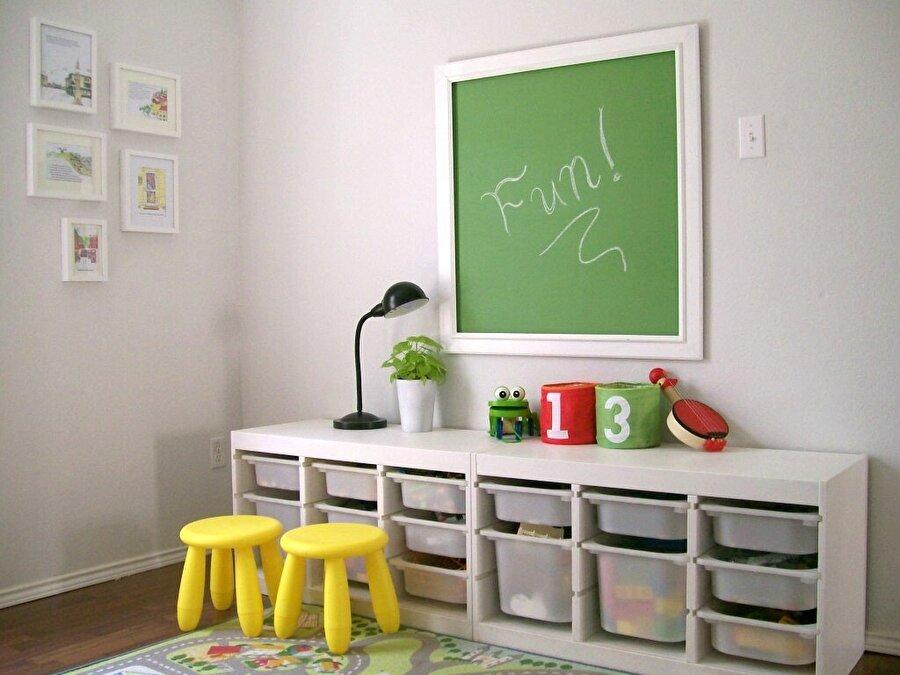 Sadelik ilk tercihiniz olsun                                      Tertipli ve sade bir oda, çocuğun düzen anlayışının oturmasını sağlar ve aynı zamanda erken yaşlarda şekil, renk duygusunu geliştirmesine yardımcı olur.