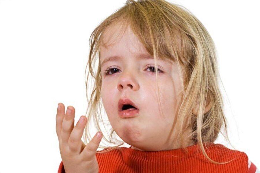 Boğaz iltihaplanması: Larenjit                                                                                                                Larenjit, yani gırtlak iltihaplanması hastalığı olarak bilinir. Enfeksiyon ya da tahriş sonucunda meydana gelen problem, genellikle üst solunum yolu enfeksiyonundan birkaç gün sonra daha sancılı şekilde gerçekleşir. Bu yüzden öncesinde üst solunum yolu enfeksiyonları için önlemler alınmalıdır.