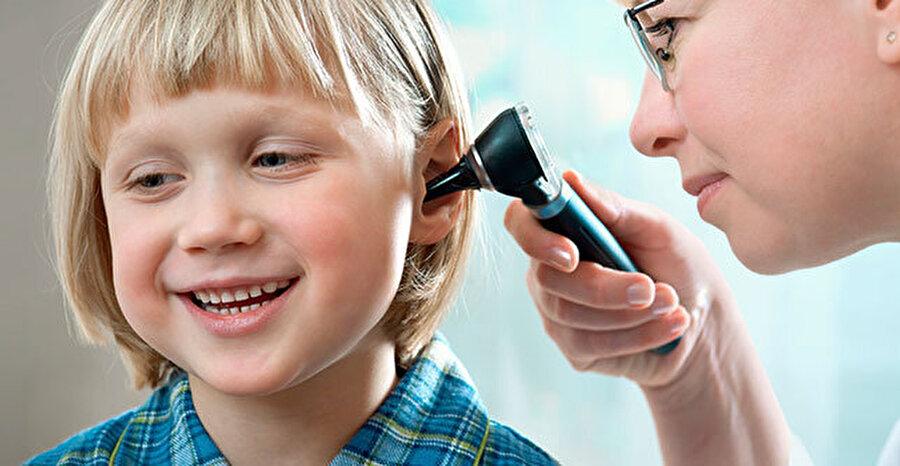 Kulak ağrısı, ateş: Orta kulak iltihabı                                                                                                                Özellikle havaların soğumasıyla daha sık görülen orta kulak iltihabı, çoğunlukla üst solunum yolu enfeksiyonu nedeniyle ortaya çıkıyor. Kulak ağrısı, ateş ve huzursuzluğa yol açan orta kulak iltihabı, erken teşhisle müdahale edilmesi gereken bir sorundur.