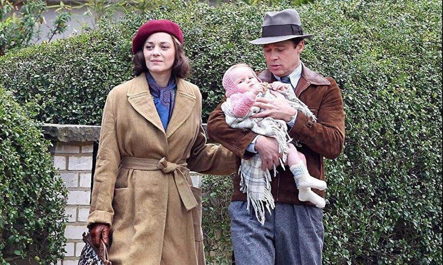 Kostümler Oscar'lı tasarımcıdan Saving Private Ryan, Forrest Gump ve Lincoln gibi filmlerin de kostümlerini tasarlayan Oscar'lı kostüm tasarımcısı Joanna Johnston'a ait kostümler, 1942 döneminin havasını yansıtıyor.