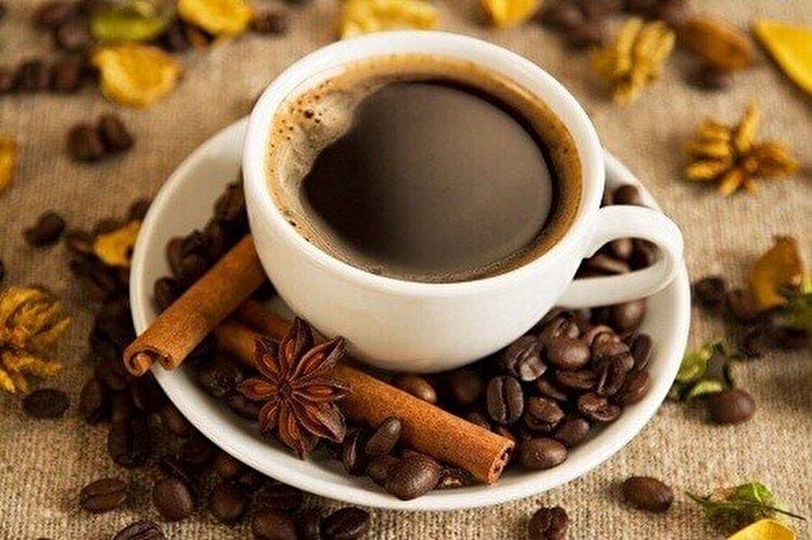 Kahve ve çay tüketiminde ölçülü davranın                                       Özellikle masa başı çalışanlar gün içinde fincanlar dolusu çay ve kahve tüketiyor. Sağlığı olumsuz etkileyen bu tüketim konusunda dikkatli davranmalısınız.