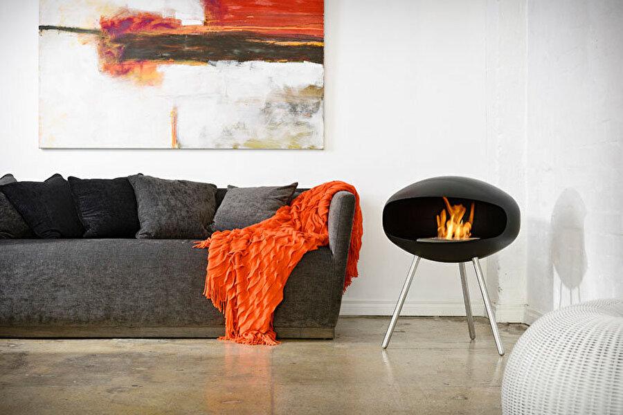 Oturma odanıza sıcak bir dekor                                                                                                                                                     Bu küçük ve ayaklı şömine ile evinize modern bir hava katabilirsiniz.