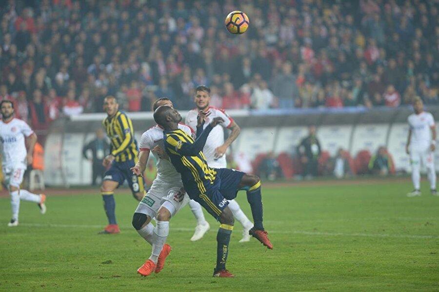 """Rıdvan Dilmen                                      Sow'un pozisyonuyla ilgili Ahmet (Çakar) Hoca'yı aradım """"faul"""" dedi. """"Neden?"""" dedim. """"Kafa vurma mesafesinde"""" dedi. Sow'un attığı golü 10 hakem yorumlarsa 5 -5 ayrılırlar."""