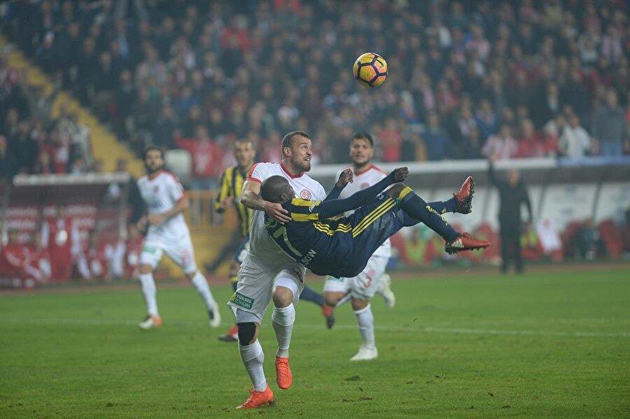 Ahmet Çakar                                                                           Hakem Cüneyt Çakır ın gol iptal kararı doğru. Topa kafa mesafesinde ve Antalyalı oyuncunun hamlesi var.Açık bir tehlikeli oyun.