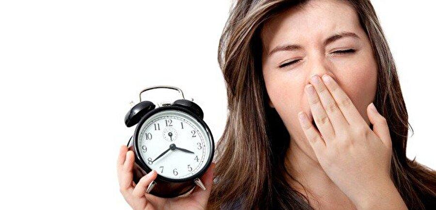Uykusuzluk ve yorgunluk da neden olabilir                                                                                                                Bazı uzmanlar yoğun stres, yorgunluk, aşırı kafein gibi durumların da hipnik seğirmeye neden olabileceğini söylüyor; ancak bu iddialar henüz ispatlanabilmiş değil.