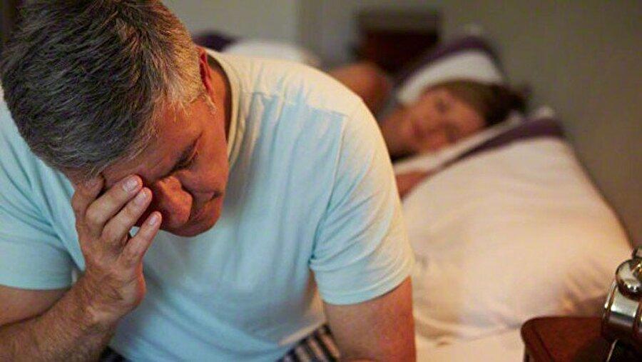 Henüz ispatlanmış değil                                                                                                                Başka bir görüşe göre; seğirmeler uykuya dalış sürecinin normal bir parçası ve sinirlerin teklemeye başlaması sonucunda meydana geliyor. Bazı araştırmacılar da bu tür spazmların kasları rahatlatmak için kullandığımız çok eskiden kalan bir refleks olduğunu söylüyorlar.