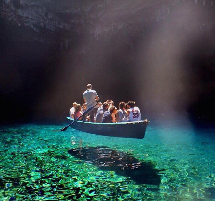 Yunanistan'daki Melissani Gölü dünyanın en temiz suyuna sahip