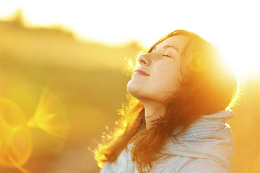 Günlük ihtiyaç nedir?                                      Günlük alınan D vitamini ihtiyacı yaşa bağlı olarak değişiklik gösterir. 0-12 ay: 400 IU 1-13 yaş: 600 IU 14-18 yaş: 600 IU 19-70 yaş: 600 IU 70 yaş üzeri: 800 IU Gebelik ve emzirme dönemi: 600 IU