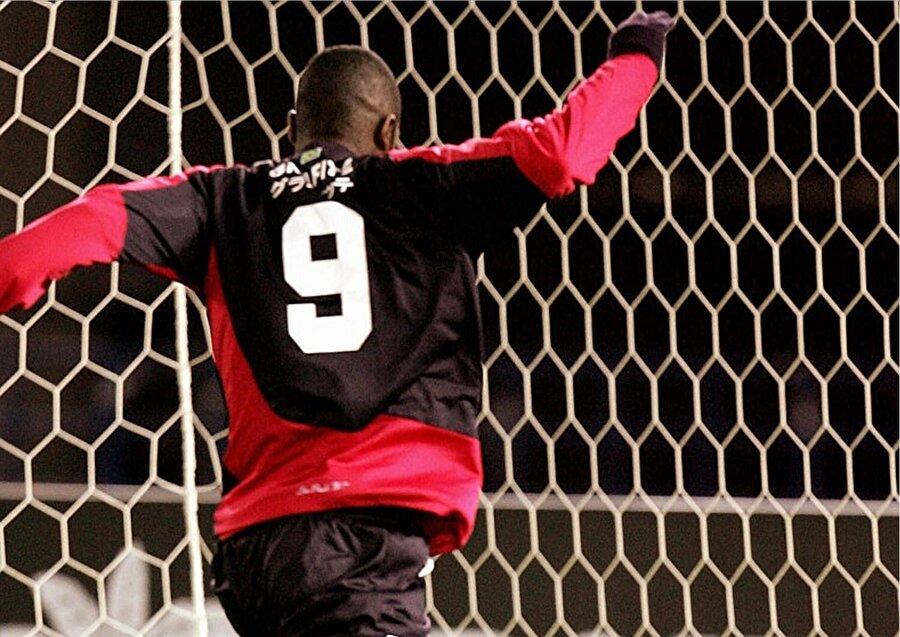 Ancak kaderin bu dertli futbolcuya çektirecekleri bitmemişti. Annesi kaçırıldı…