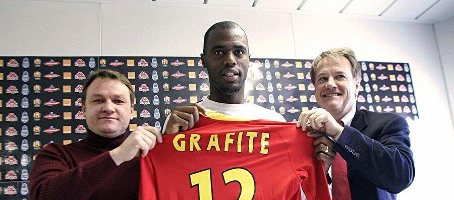 Brezilya'dan ayrılıp Avrupa'ya açılmanın daha sağlıklı olacağına karar veren Grafite, Fransız Le Mans'a transfer oldu.