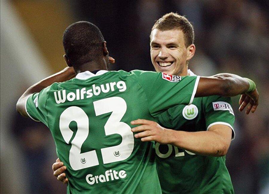 2006-2007 sezonunda çıktığı 51 maçta 17 gol atan golcü oyuncu artık Bundesliga ekiplerinin radarına girmişti ve Wolfsburg'a transfer olması çok uzun sürmedi.