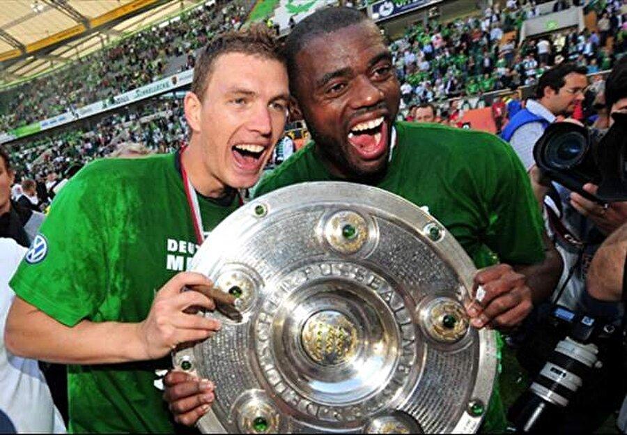 Wolfsburg'un tarihindeki ilk şampiyonluğunun mimarı olan Grafite, sezonun en güzel golü ödülünü de kimseye kaptırmadı.