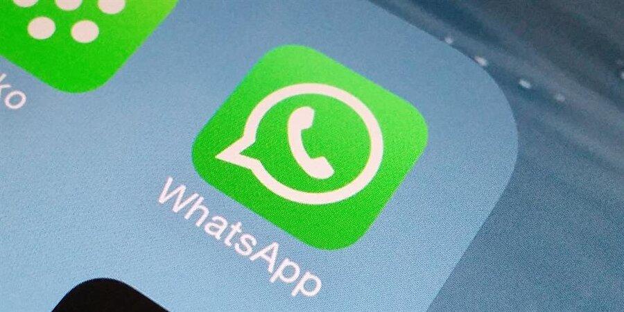 """WhatsApp'a erişin ve mesajı okuyun                                                                                                                Ardından WhatsApp'a erişin ve gelen mesajı okuyun. Bu süreçte herhangi bir veri bağlantısı olmadığı için karşı tarafa mesajın okunduğuna dair """"mavi tik"""" gönderilmeyecek.   Akabinde uçak modu aktif konumdayken  WhatsApp uygulamasını kapatın. Ardından uçak modunu kapatıp kablosuz ağ ya da 3G / 4G hizmetlerini devreye soktuğunuzda mesajınız okunmamış gibi görünmeye devam edecek.   Bu sayede  WhatsApp'tan çevrimiçi olmadan gelen mesajları kolayca okuyabilirsiniz."""