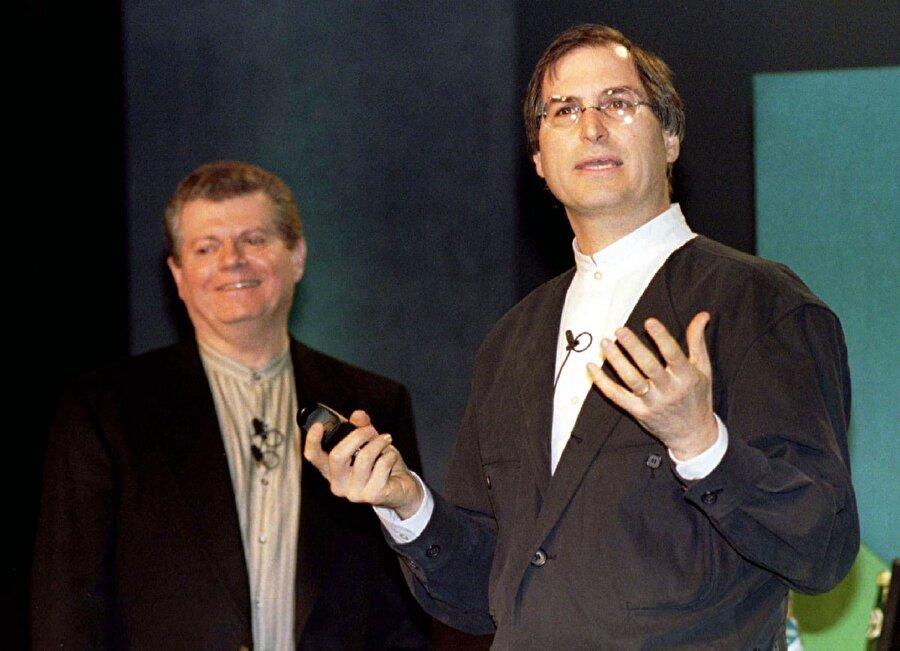 Apple, 1996 yılında Steve Jobs'ı kurduğu şirkete geri getirmek için NeXT'i 429 milyon dolar karşılığında satın aldı. Akabinde de o zamanki CEO, Gil Amelio'nun görevine son verildi.