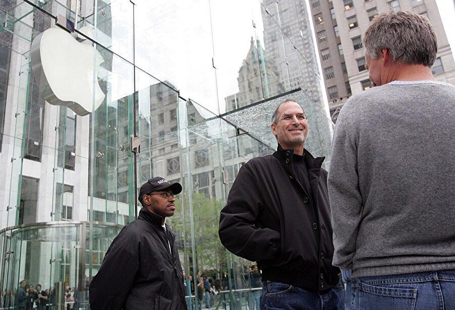New York'un önemli beş ana bölgesinden biri olan Midtown Manhattan'a 2006 yılında tasarımıyla ünlenen bir Apple Store açıldı.