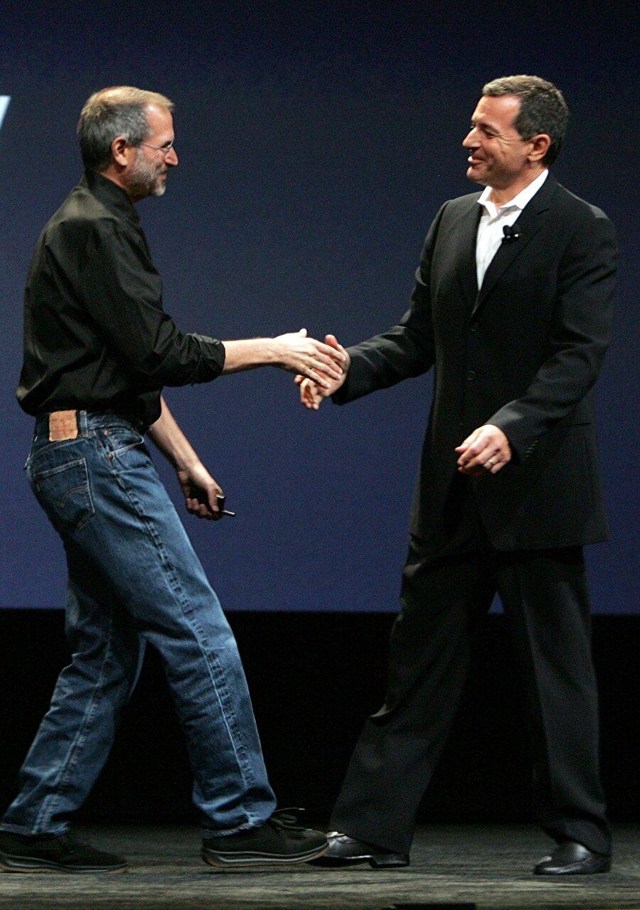 Kanser iyice etkisini göstermeye başladı, Steve Jobs her geçen gün zayıfladı... Elbette bu durum basının gözünden kaçmadı.