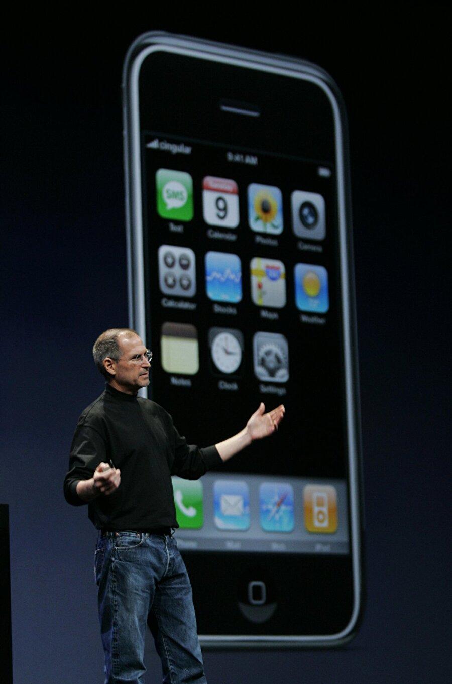 2007: Tamamen dokunmatik ekranlı olarak tasarlanan ve birçok özellikle donatılan kullanıcı dostu ilk iPhone tanıtıldı!