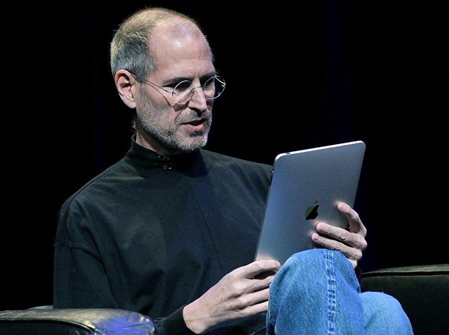 Yıl oldu 2010: Dizüstü bilgisayar ve telefon arasında ek bir cihaza ihtiyaç vardı ve bu kez de Apple iPad sahneye çıktı.