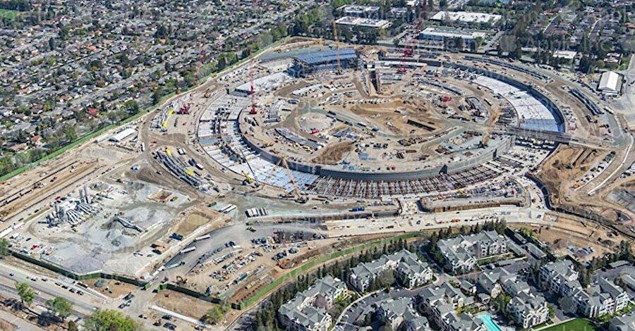 Steve Jobs, Haziran 2011'de Apple'ın devasa büyüklükte bir kampüs hazırlığında olduğunu açıkladı. Ayrıca planlamalara göre bu çalışma merkezinin 2017'nin hemen başında faaliyete gireceği belirtildi.