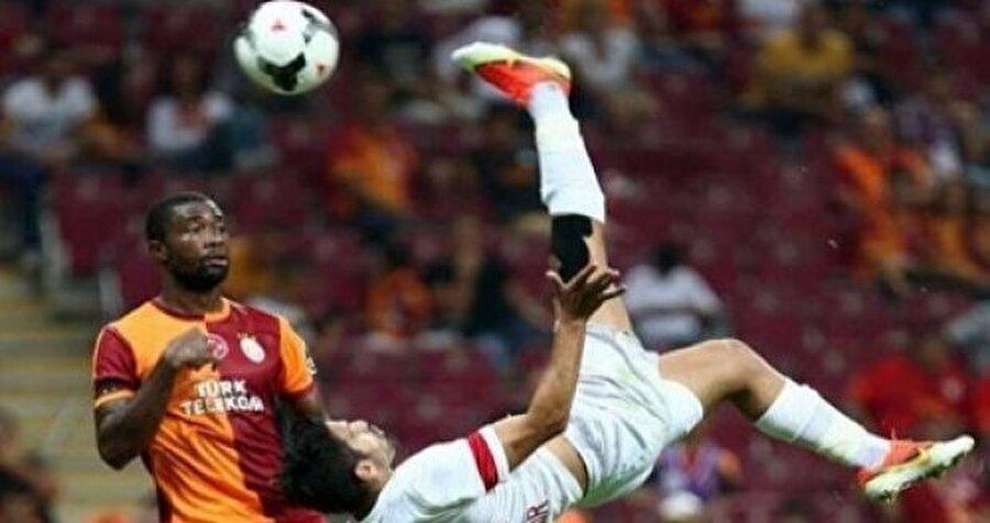 """Muhammet Demir - Chedjou                                                                                                                Jan Durica'nın yanına tecrübeli bir isim arayan Trabzonspor'a Galatasaray'dan sürpriz bir teklif geldi. Mehmet Ekici'de mutlu sona ulaşamayan Aslan, bu kez Muhammet Demir için Trabzon'un kapısını çaldı.  Yönetim ise bu teklife """"Chedjou artı 1 milyon Euro verin, karşılığında Muhammet'i alın"""" karşılığını verdi.  Galatasaray'ın Trabzon'un Muhammet'e karşılık yaptığı teklifi değerlendirmeye aldığı ve düşünmek için süre istediği ifade edildi. Kaynak : Habertürk"""