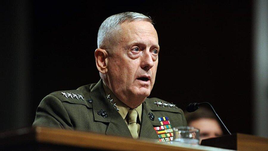 """James Mattis - Savunma Bakanı                                      Trump, Savunma Bakanlığı'na emekli General James Mattis'i, seçti. """"Savaşçı keşiş"""" lâkabıyla bilinen ve 40 yıla yakın orduda görev yapan emekli general Mattis,  James Mattis, 44 yıllık görev süresi sırasında ABD'nin Afganistan ve Irak işgallerinde önemli roller üstlenmişti. Felluce'de 2004'teki kanlı çatışmaları yöneten Mattis, CNN'in haberine göre, 2005 yılında San Diego'da askerlere yaptığı konuşmada sarfettiği """"Bazı insanlara ateş etmek eğlenceli"""" sözleri nedeniyle tepki çekmişti.   ABD'nin 2003 ve 2004 yıllarında Irak Felluce'ye yaptığı, bine yakın sivilin de öldürüldüğü saldırının komutanlarından biriydi. İran karşıtı sert tutumunun Obama yönetimi ile uyuşmaması nedeniyle 22 Mayıs 2013'te emekliye ayrıldı. Mattis İran hakkında, """"Ortadoğu'da barışın ve istikrarın sağlanmasın önündeki kalıcı tek engel"""" ifadelerini kullanmıştı."""