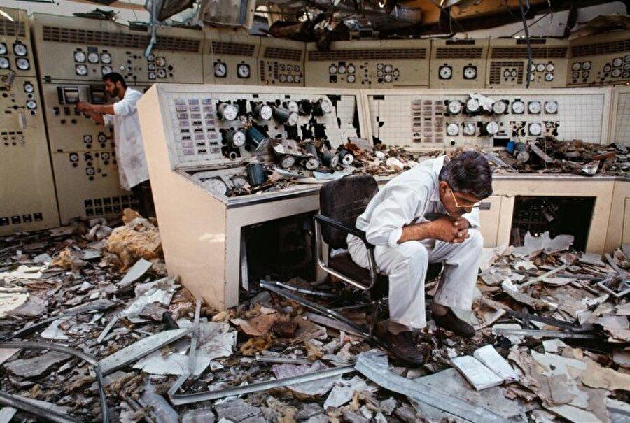 McCurry bu fotoğrafları çekerken okuyan bu insanlar kitaplarına dalmış, çekimden haberleri bile olmamıştı.                                                                                                                                                                                           Kuveyt