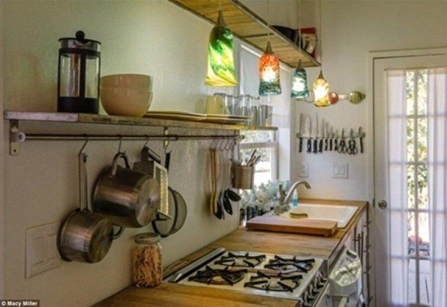 Miller aynı zamanda kurduğu blog'da yaptığı evin etaplarının fotoğraflarını paylaştı.