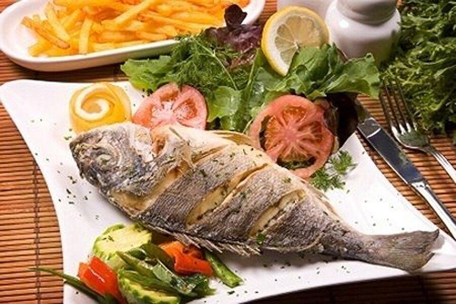 Göz sağlığımız için                                      Balığın içerisinde bulunan fosfor ve A vitamini herkesin bildiği gibi gözlerimiz için son derece önemlidir. Haftada iki kez balık yemek gözlerimiz için daha etkili bir fayda sağlayacaktır.