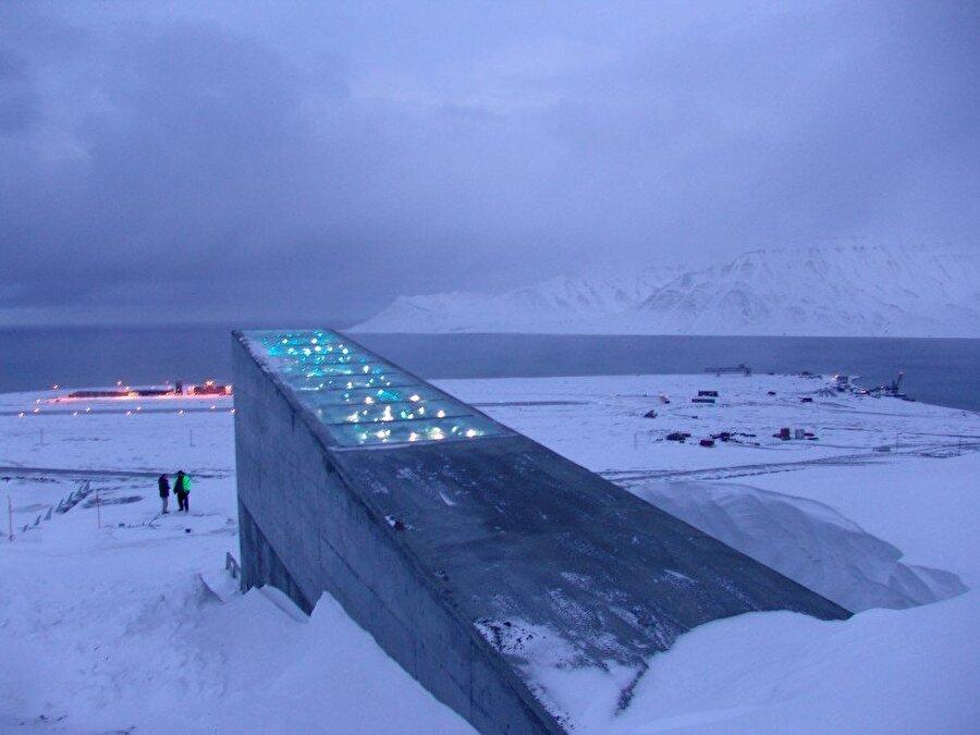 Svalbard Küresel Tohum Kasası – Norveç Svalbard Tohum Merkezi dünyada meydana gelebilecek bir felaket için bütün bitki türlerinden birer tohum bulunmaktadır.