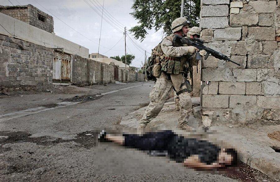Irak                                                                           2003'de Saddam Hüseyin liderliğindeki Irak'ı kimyasal silah bahanesiyle işgal eden ABD, dünyanın gözü önünde yaptığı bombardımanlar sonucu 1 milyon insanı katletti. 5 milyon çocuğun yetim kaldığı ülkede 6 milyon Iraklı da mülteci durumuna düştü. ABD işgalinin ardından 'doğrulamayan' Irak'ta her gün bombalar patlamaya devam ederken, Iraklılar yine ABD'nin ortaya çıkardığı iddia edilen terör örgütü DAEŞ ile savaş içerisinde.