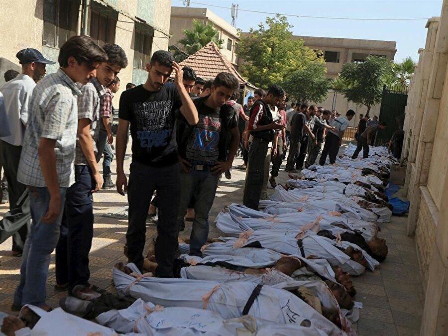 Suriye                                                                           BM ve Avrupa ülkelerinin sorumluluk almadığı Suriye iç savaşında 500 binden fazla insan katledildi. 2 milyondan fazla kişinin yaralandığı savaşta, 7 milyondan fazla Suriyeli'de mülteci durumuna düştü. 3 milyonu aşkın Suriyelinin Türkiye'ye sığındığı komşu ülke Suriye'de; 20 binden fazla insan işkenceyle öldürüldü, 100 binden fazla insanda kayboldu.