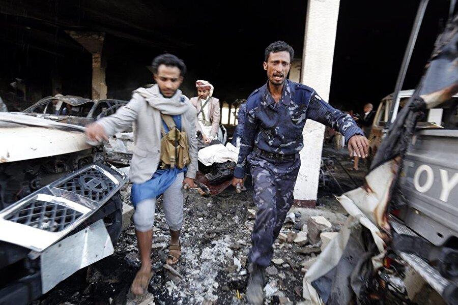 Yemen                                                                           İran destekli Şii Husilerin başkent Sana'yı ele geçirmesinin ardından iç savaşın başladığı en fakir Arap ülkesi Yemen'de, Suudi Arabistan öncülüğündeki koalisyon güçlerinin müdahalesi ile 13 binden fazla insan katledildi. 20 binden fazla insanın yaralandığı iç savaşta, 16 milyon insan açlık sıkıntısı çekiyor.