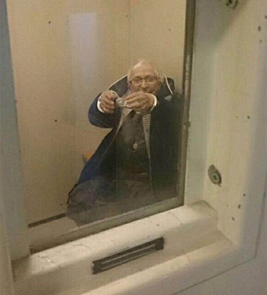 Nijmegen-Zuid polis karakolundan yapılan açıklamaya göre, 'Evinden alınan Annie, kelepçeli bir şekilde hapishanede kalmasına izin verildi.' denildi.
