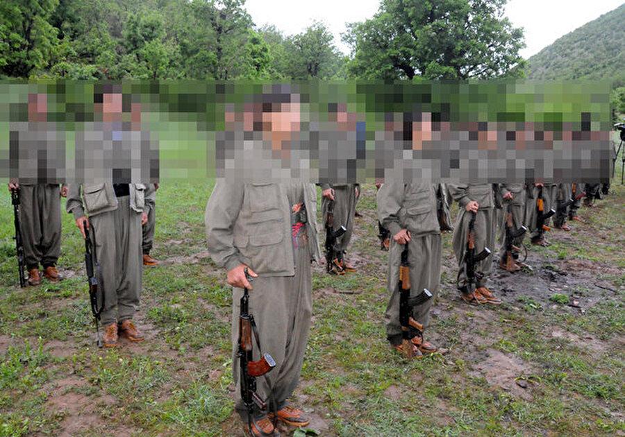 2013-2016 yılları arasında bin 949 teröristin teslim olduğu, aynı dönemde PKK'ya 11 bin 133 teröristin katıldığı belirtildi. Teslim olanların PKK'ya 15-17 yaş arasında katıldığı ifade edildi. Raporda,  18 yaş ve üstü katılımın örgütün yüzde 70'ini oluşturduğu, kalan yüzde 30'luk bölümün 18 yaş altı çocuklar olduğu kaydedildi. PKK'ya kandırılarak katılan çocuklarınsa yüzde 20'yi bulduğuna dikkat çekildi. PKK'nın Suriye kolu olan YPG'nin Afrin, Kobani ve Cezire bölgelerinde 18 yaş altı kız ve erkek çocuklarını kullandığı ve bunların çatışmalarda da görevlendirildiği belirtildi.  Kaynak: Gazete Habertürk
