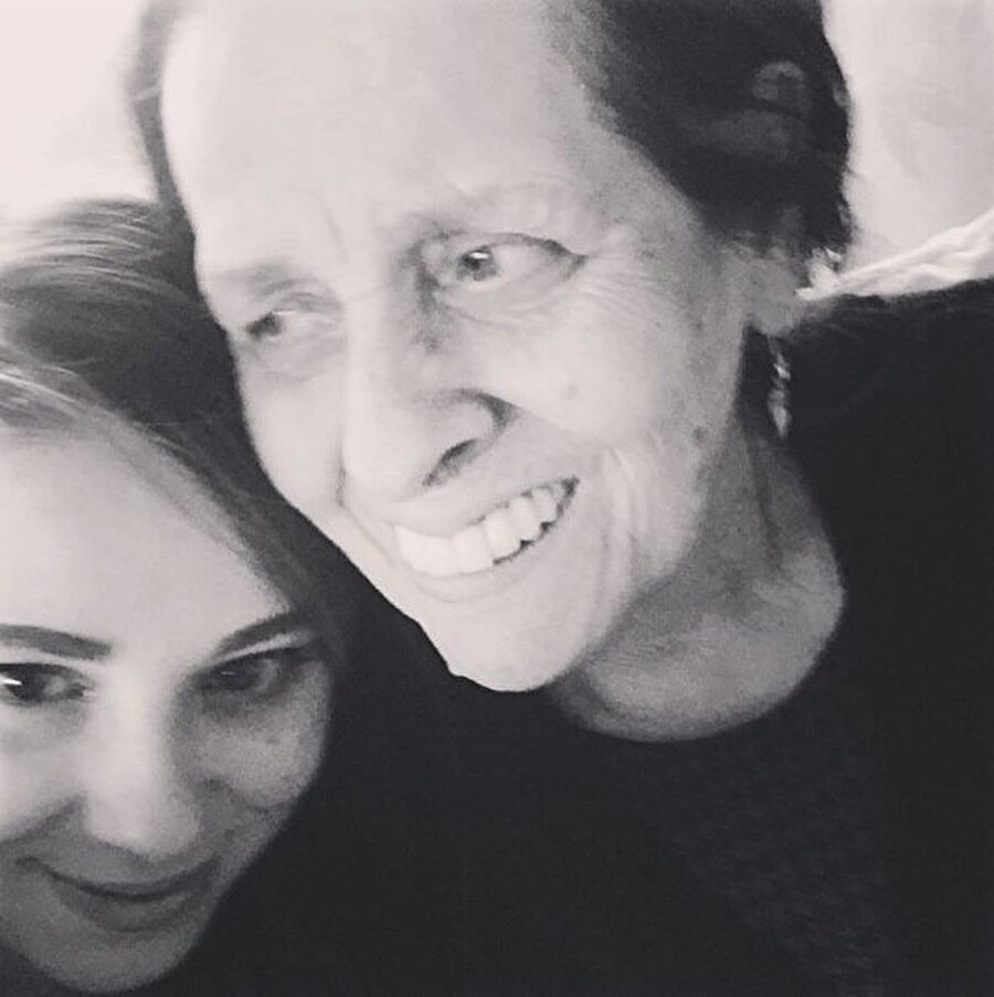 """Kızı sosyal medyadan duyurdu  Bu üzücü haberi Necla Nazır'ın kızı Tuğçe Tayfur sosyal medya hesabından böyle duyurdu: """"Bir Fikriye Nazır vardı annemi doğuran, beni büyüten güzel bir kadın vardı o benim ananemdi. Canım, her şeyim anenem Allah seni mekanının eeeennn güzel yerine koysun.. Birgün buluşucaz Anneannemi kaybettik başımız sağolsun."""""""