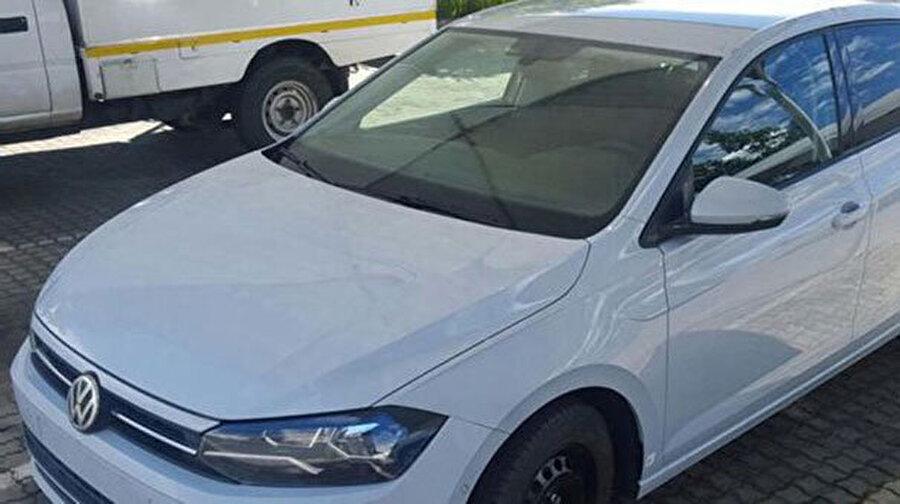 Skoda Fabia ve SEAT Ibiza'da olduğu gibi en yeni MQB platformu geliştilen Polo dış tasarımıyla da sınıfındaki rakipleri gibi sportif anlamında sollayacak gibi. Volkswagen'in dış tasarımda yaptığı geliştirmele yakından baktığımızda ilk olarak gözümüze aracın bakışını değiştiren ışıklandırma değişimleri gözümüze çarpıyor.