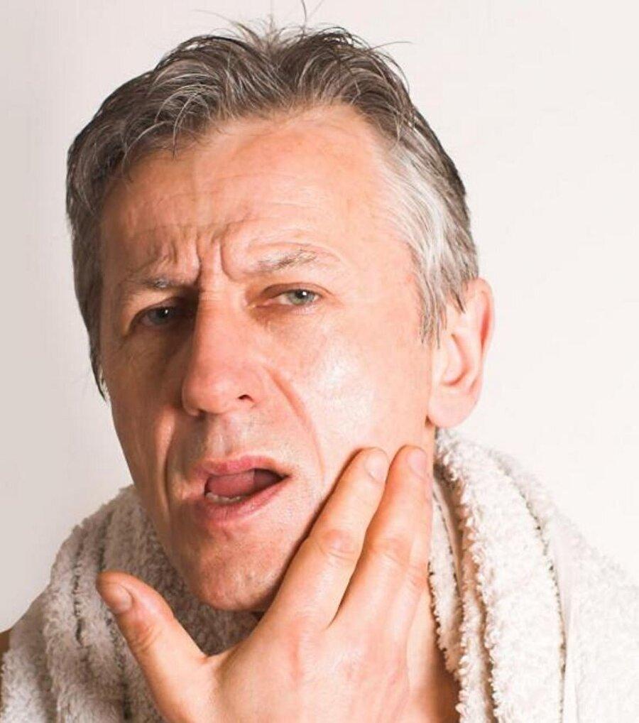Tıraş kremi Tıraş olmadan önce zeytinyağını krem olarak kullanabilirsiniz.