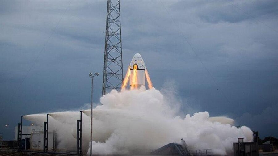 Uzay taşımacılığını ekonomik hale getirmek                                                                                                                                                                                                                               Bundan tam olarak üç yıl önce Uluslararası Uzay İstasyonu'na insan taşımacılığı yapacağını açıklayan SpaceX, her şey normal seyrinde ilerlerse gelecek yıl uzay yolculuğunu ekonomik bir hale getirmeyi umuyor.