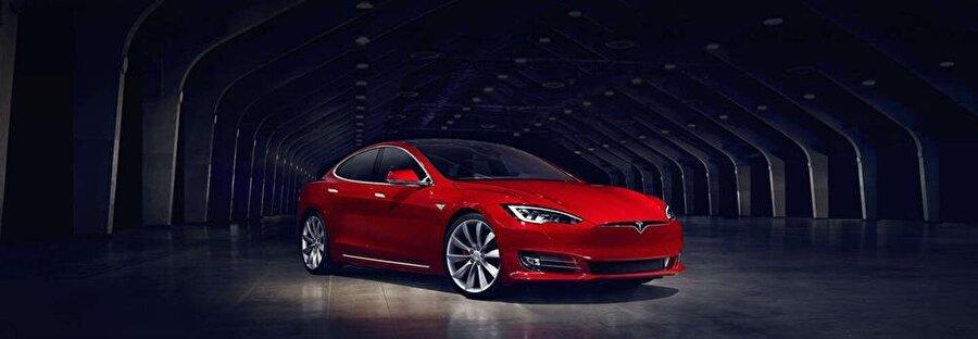 Ekonomik elektrikli otomobiller tasarlamak                                                                                                                                                                                                                               Elektrikli otomobillerde maliyetleri azaltmayı planlayan Elon Musk, bu noktada devreye Tesla Motors'u sokuyor. İki günde tam olarak 10 milyar dolarlık ön sipariş toplayan Model 3, Model S ve Model X'e oranla çok daha ucuz (35.000 dolar) fiyatıyla 2017 yılının ortalarında sahiplerine teslim edilecek.