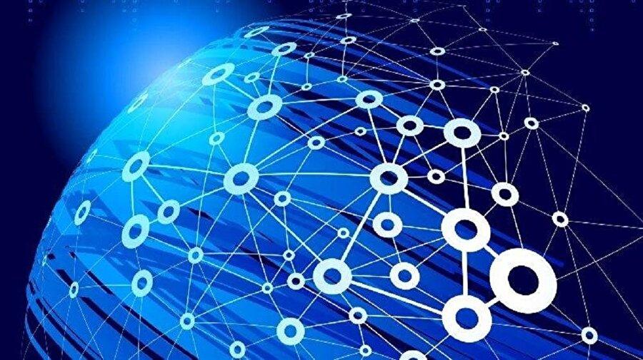 """İnternet uydu ağı oluşturmak                                                                                                                                                                                                                               Düşük maliyetli kablosuz internet bağlantıları için de harekete geçen Amerikalı mucit, dünyanın en uzak bölgelerine dahi interneti götürmek istiyor. Yani artık çok daha fazla kişinin """"çevrimiçi"""" olması için çalışmalar tüm hızıyla devam ediyor. Beş yılda faaliyetlerini daha da artıracak olan Musk, toplamda 4000 uyduyla yörüngeden dünyaya internet hizmeti vermeyi amaçlıyor."""