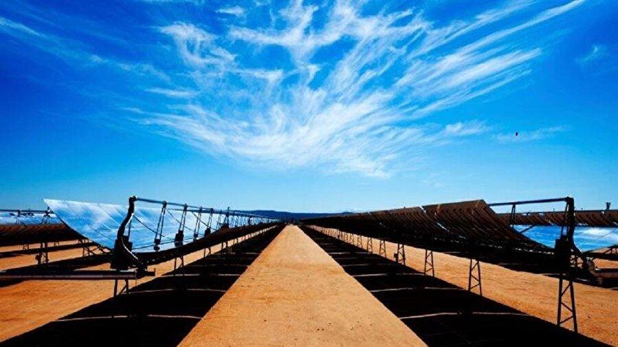 Güneş enerji santralleri oluşturmak                                                                                                                                                                                                                               Musk'ın enerji konusundaki vizyonu gayet basit: Güneş enerjisini depolayıp insanlığın tamamına yetecek bir şekilde depolamak. Dolayısıyla evlerin çatılarına ya da çöllere kurulan santrallerle birlikte güneş enerjisini depolamak için büyük çaba sarfediliyor.